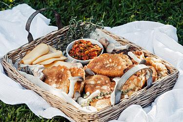 קאדה גבינות ופטריות של קינן בסל, המחלבה מבית יצחק. צילום: נועם פריסמן, סגנון: ענת לבל