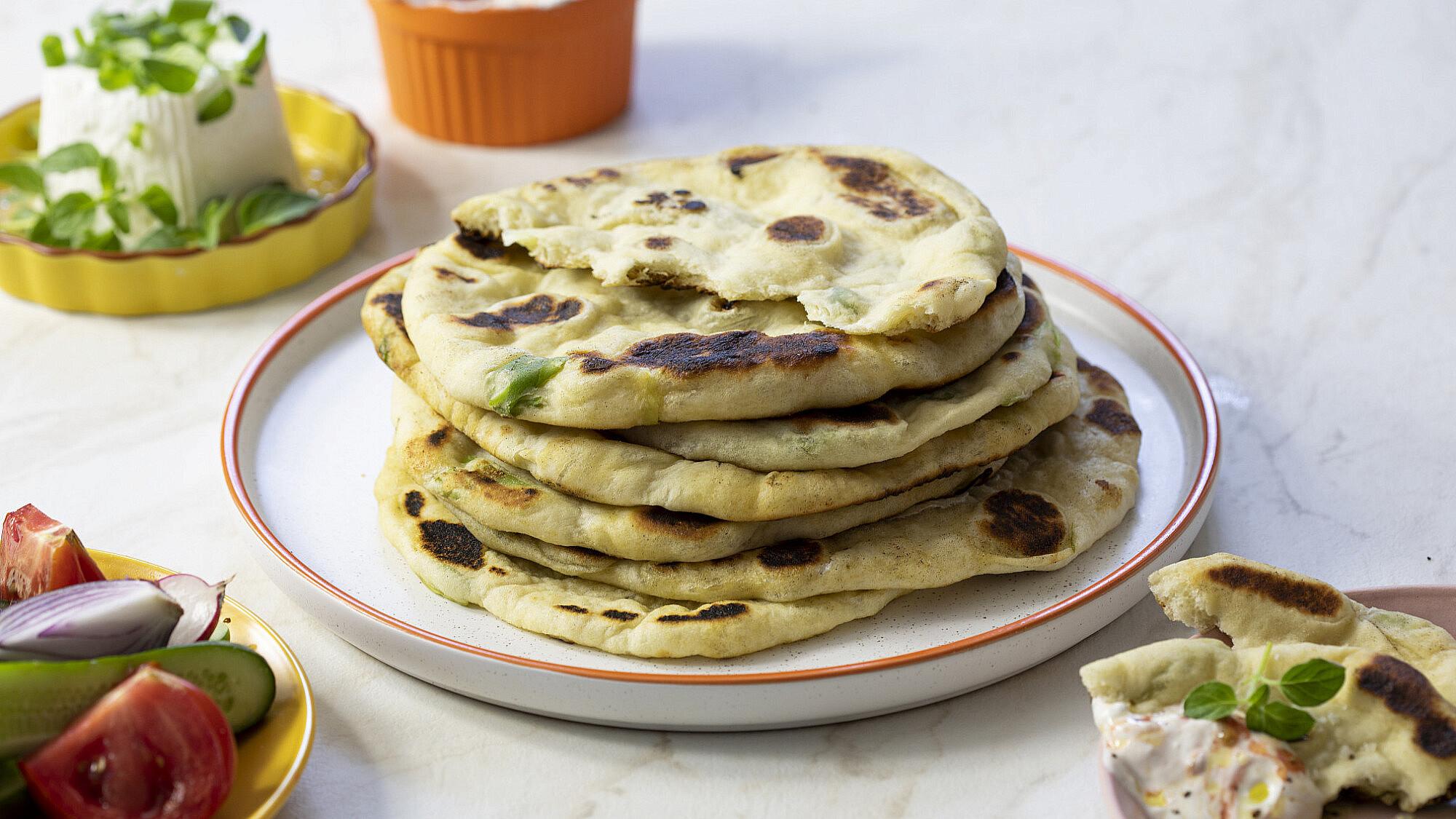 בזלמה - פיתות מחבת טורקיות שף: יוגב ירוס צילום: דן לב, סטיילינג: גיא כהן