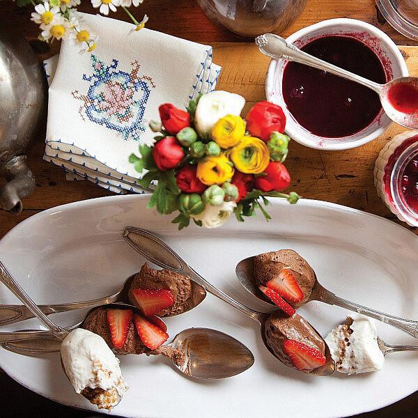 מוס שוקולד פרווה של אסף גרניט. צילום: דניאל לילה. סטיילינג: עמית פרבר
