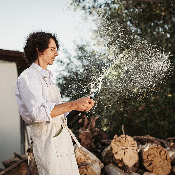 אנדראה בופה בביתו שבגבעת ישעיהו. צילום: מתן כץ