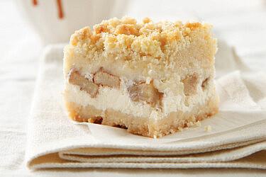 ריבועי גבינה ותפוחי עץ של חן שוקרון. צילום: דניה ויינר סטיילינג: דיאנה לינדר