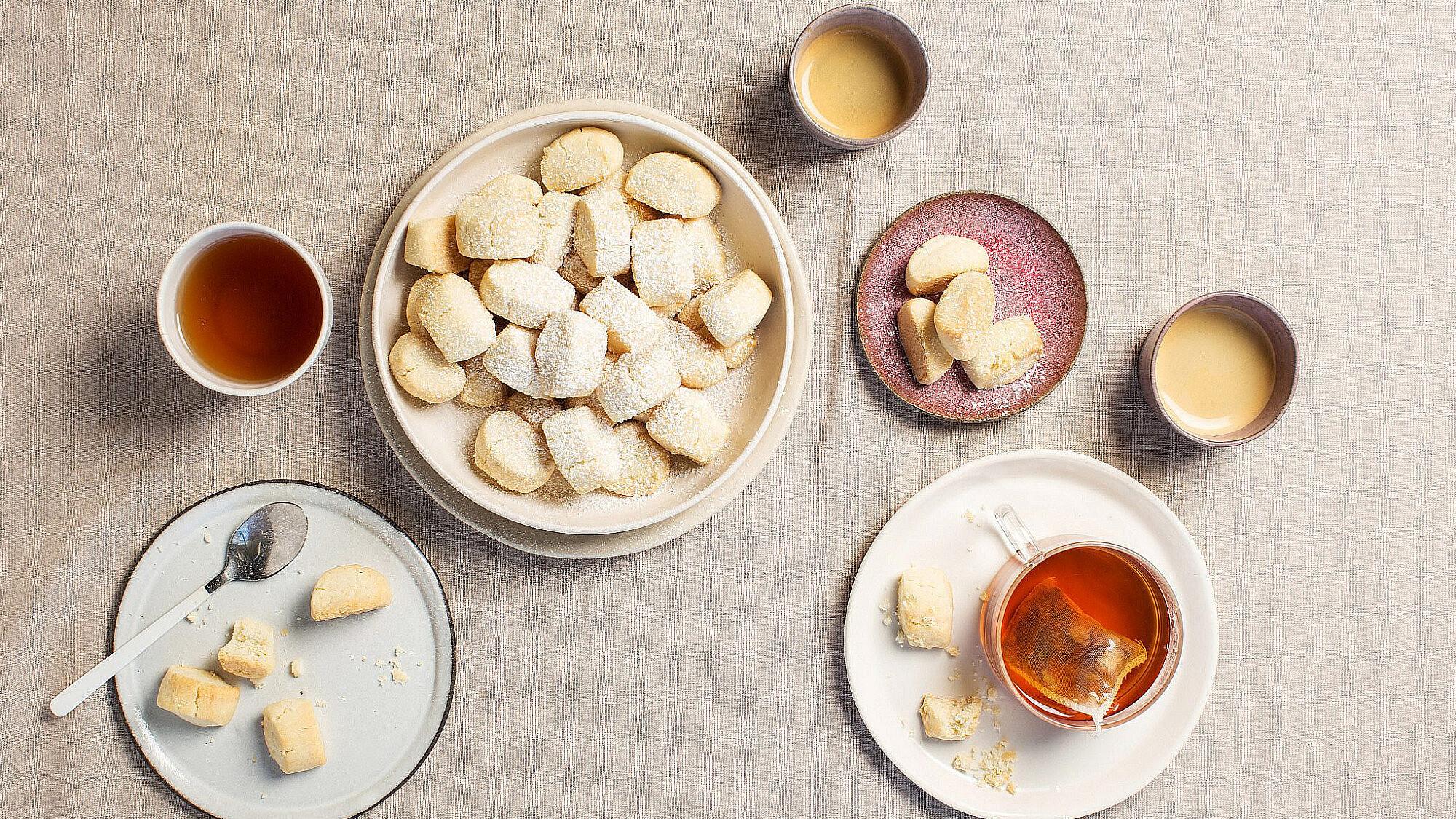 עוגיות בצק פריך קטנות ואלוהיות של קרן אגם. צילום: דניאל שכטר. סטיילינג: גיא כהן.