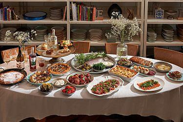 ארוחת ראש השנה, 2020 סטייל (צילום: אנטולי מיכאלו)