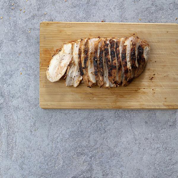 עוף צלוי במיסו וחלב קוקוס של רינת צדוק (צילום: דניאל לילה)