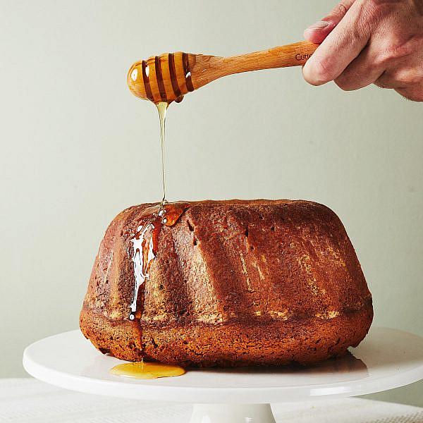 ארומטית ונימוחה עוגת הדבש של יעל (מכוורת מכמנים). צילום: מתן כץ