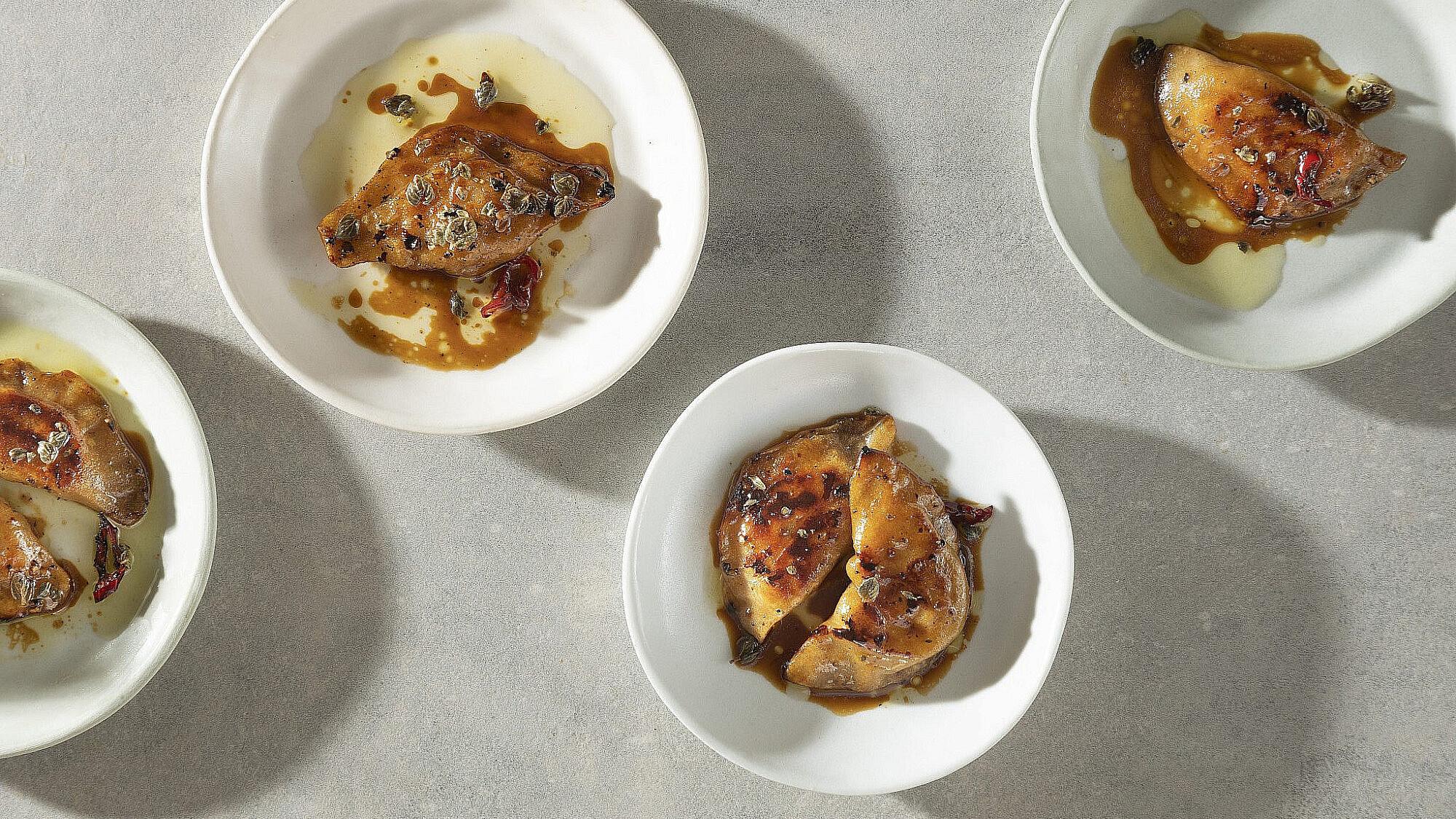 כיסני תפוחי עץ, כרוב וגרגירי חרדל של רינת צדוק. צילום: דניאל לילה