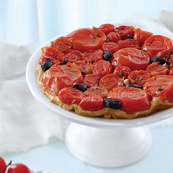 טאטן עגבניות, אנשובי ושום של מיכל מוזס. צילום: אילן נחום. סגנון: אוריה גבע.