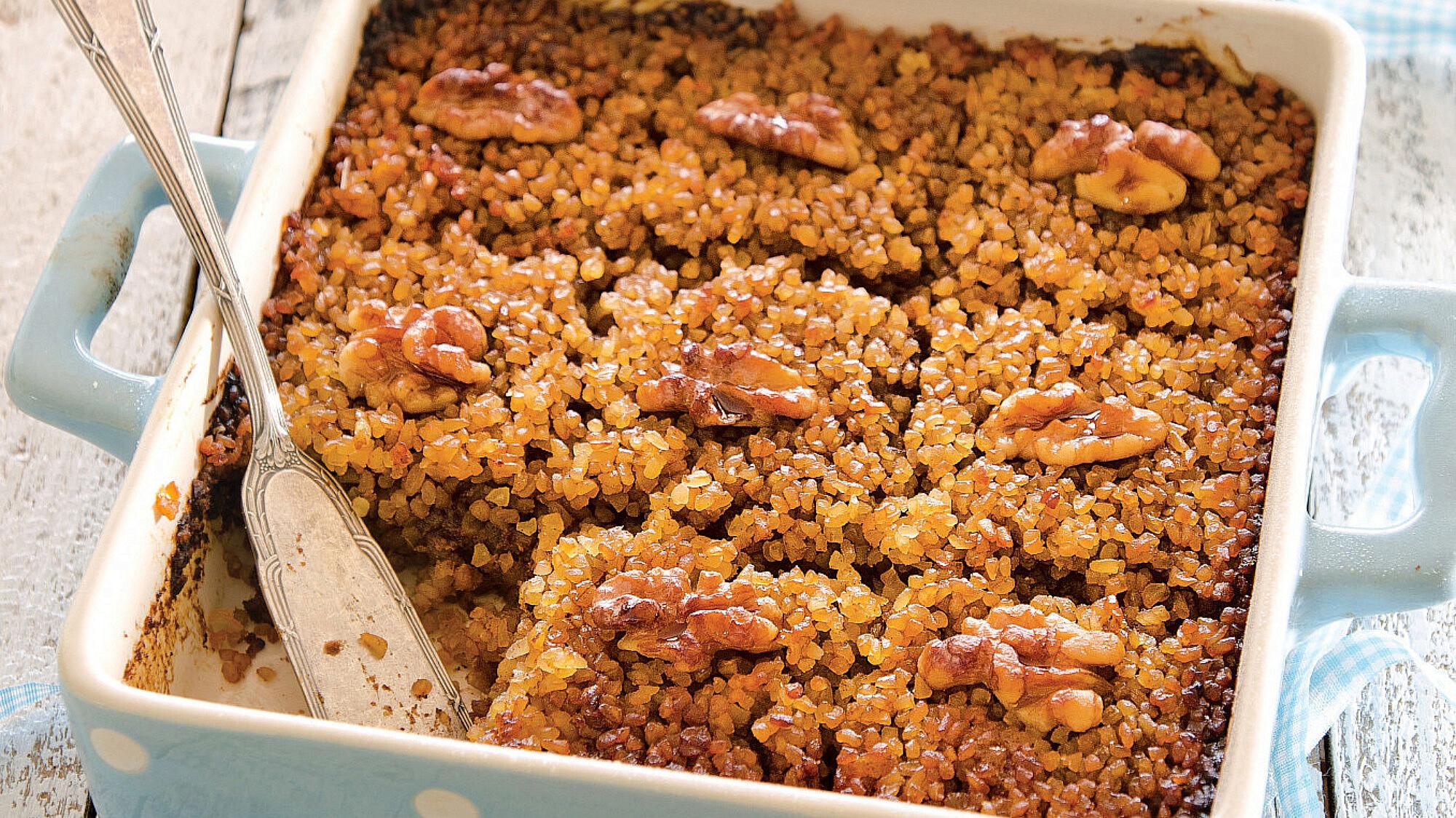 עוגת סולת ותמרים של אורלי פלאי־ברונשטיין. סטיילינג: אוריה גבע (צילום: אילן נחום)