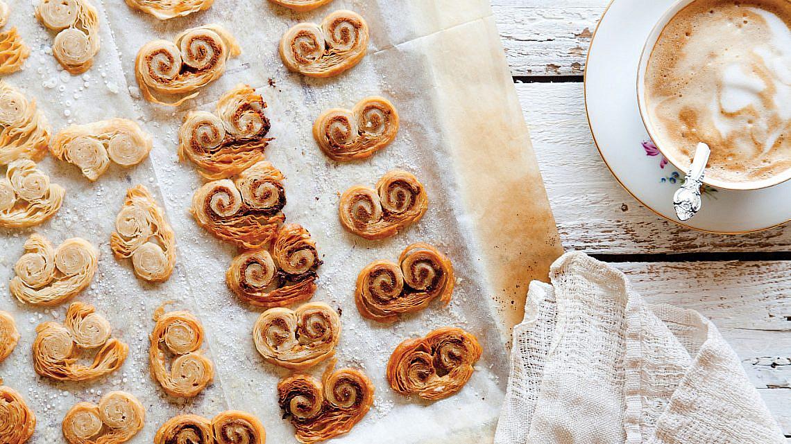 עוגיות משקפיים עם טחינה וסילאן של מיכל מוזס. סטיילינג: אוריה גבע (צילום: דניאל לילה)