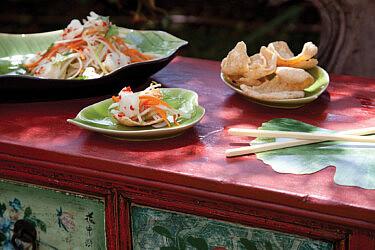 סלט דגים וייטנאמי של אלי קישוני. סטיילינג: דלית רוסו (צילום: דניאל לילה)