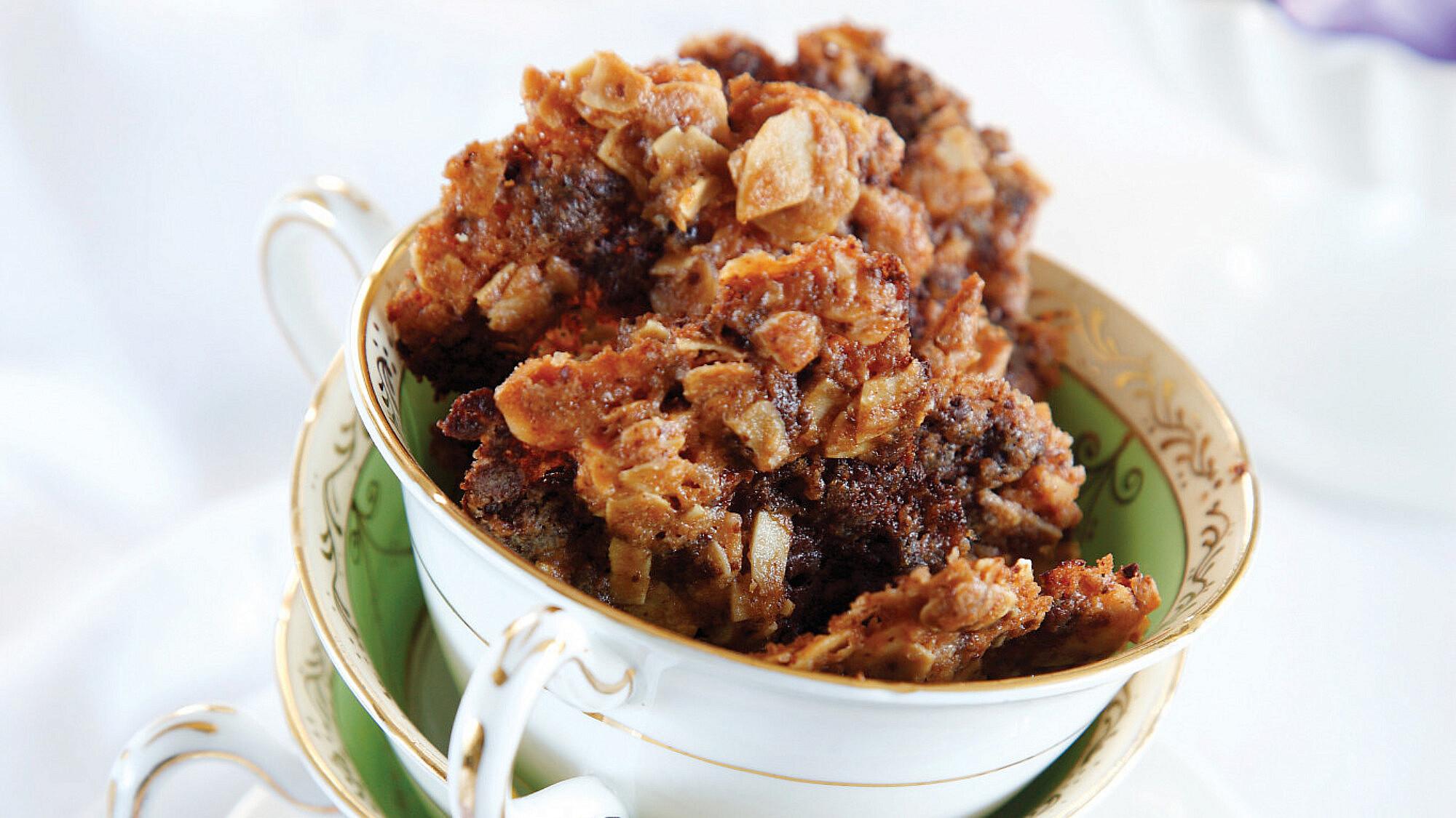 עוגיות שקדים ושוקולד צ'יפס של איתי אלמוג, Bakery. סטיילינג: דלית רוסו (צילום: דניה ויינר)