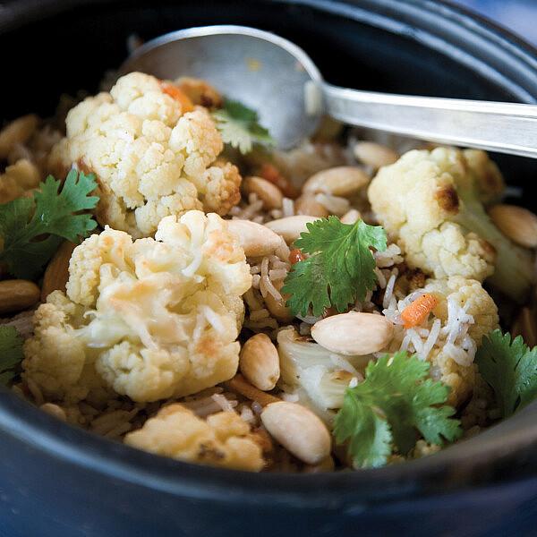 תבשיל אורז וחומוס עם כרובית של מיכל מוזס. סטיילינג: טליה אסיף (צילום: דניאל לילה)