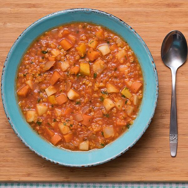 תבשיל עדשים כתומות עם  ירקות שורש ועגבניות של אורלי פלאי ברונשטיין (צילום: shutterstock)