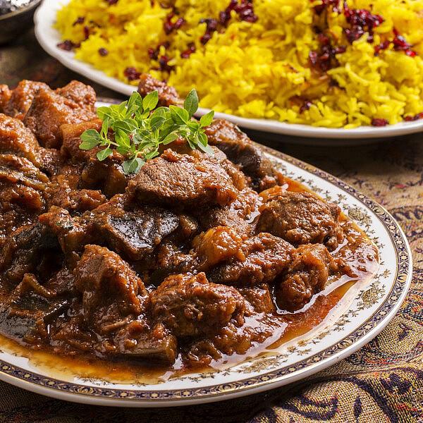 אינגרייה - תבשיל בשר, חצילים ועגבניות עיראקי. צילום: shutterstock