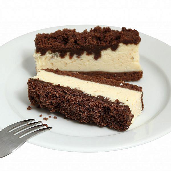 עוגת גבינה עם קראמבל שוקולד מריר. צילום: Shutterstock
