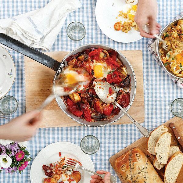 שקשוקה ספרדית של אורלי פלאי־ברונשטיין. סטיילינג: אוריה גבע (צילום: דניה ויינר)