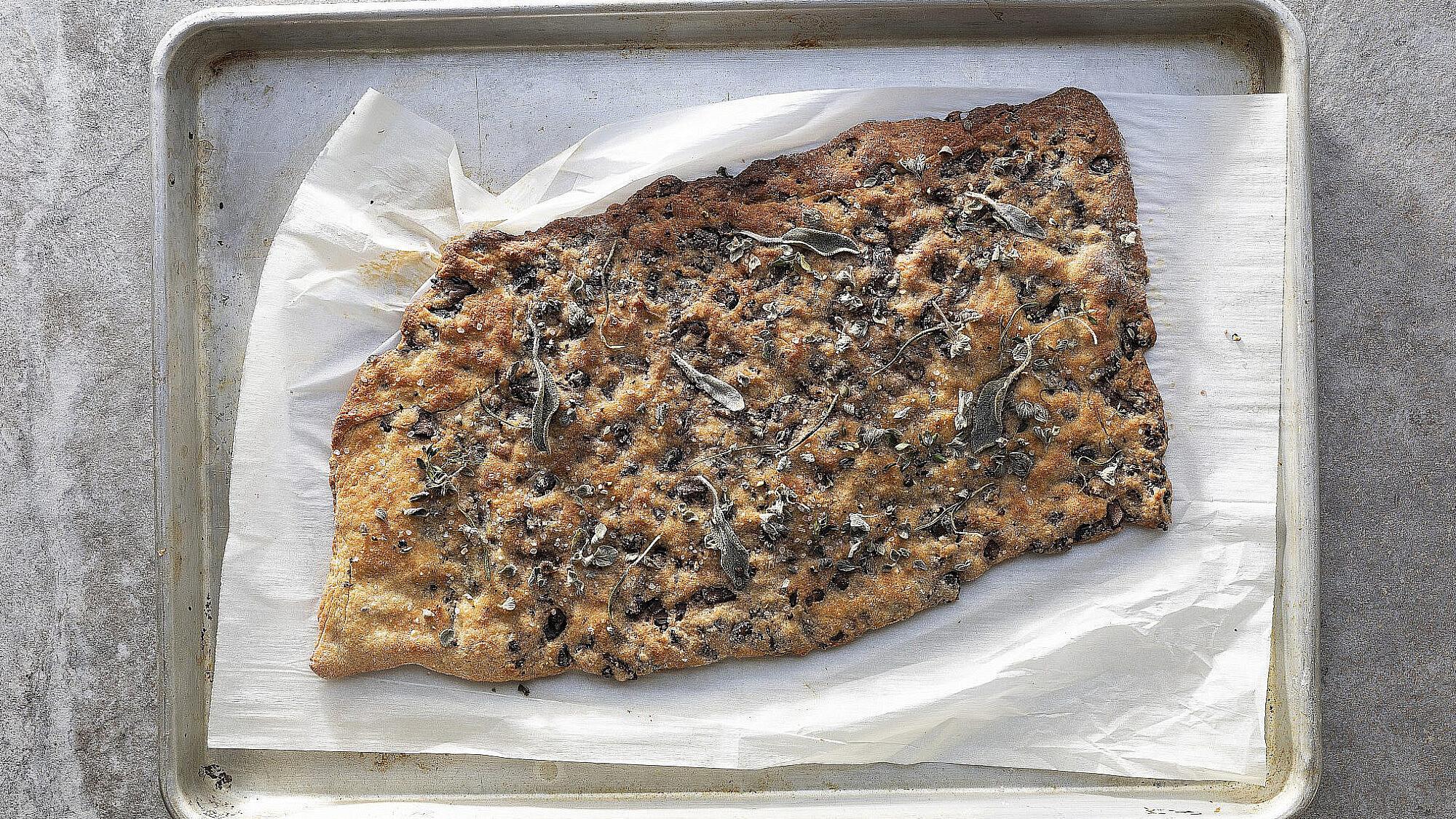 מאפה שעועית שחורה ופטריות של רינת צדוק. צילום: דניאל לילה