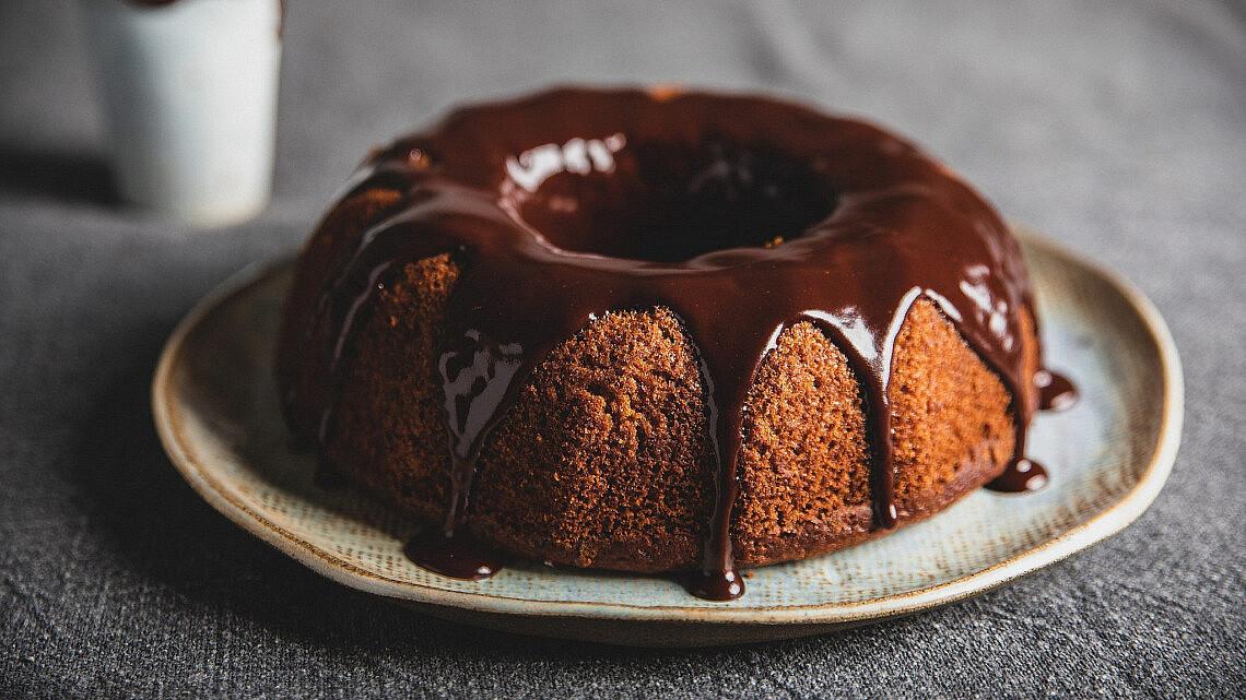 עוגת תפוזים ושוקולד טבעונית של מורן בודניק. צילום: שני בריל. סטיילינג: ענת לבל.