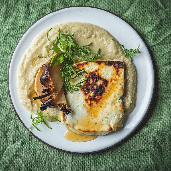 גבינה חמה על קרם שומר של איילת לטוביץ'. צילום: שני בריל. סטיילינג: עינב רייכנר