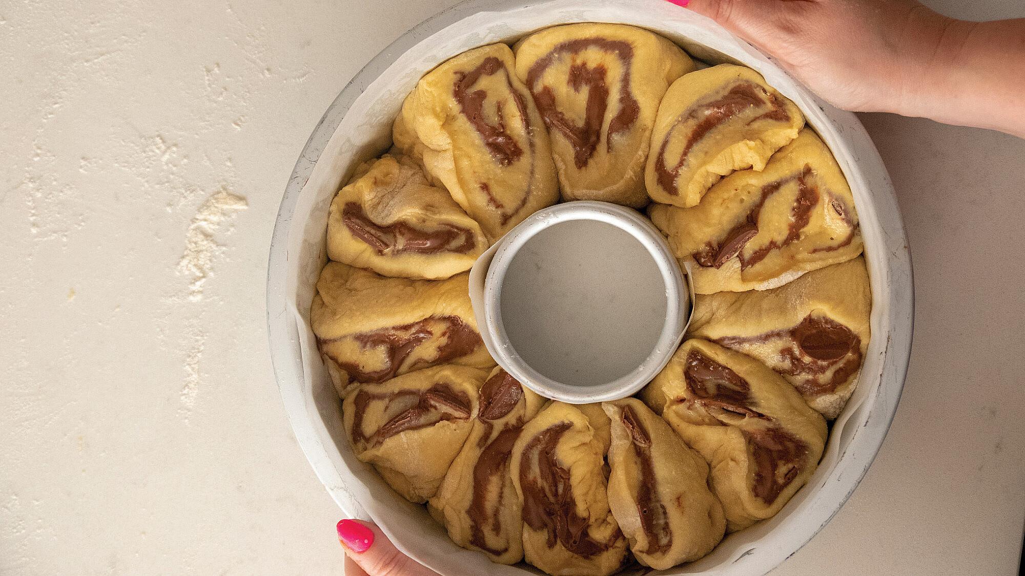 עוגת שמרים שוקולד לוז של ליאור משיח. צילום: מיכל רביבו