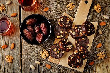 עוגת נקניק תמרים ואגוזים של אורלי פלאי־ברונשטיין (צילום: shutterstock)
