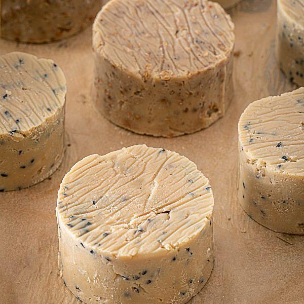 גבינת קשיו קשה של ד