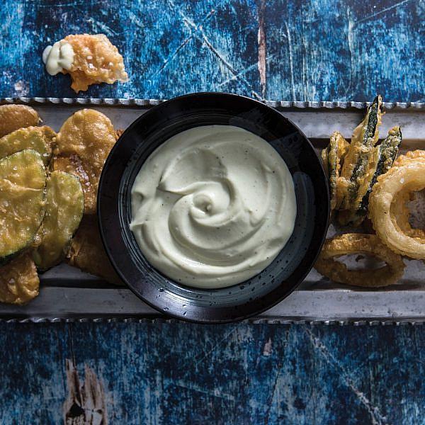 ירקות בטמפורה עם מטבל ווסאבי | צילום: אסף רונן, עיצוב מזון: נעמה רן, סטיילינג אווירה: Hoekman Design