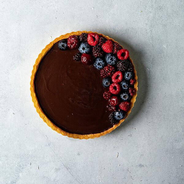 טארט שוקולד של סופיה טייב, סטיילינג: עינב רייכנר | צילום שני בריל (עבור סמסונג Bespoke)