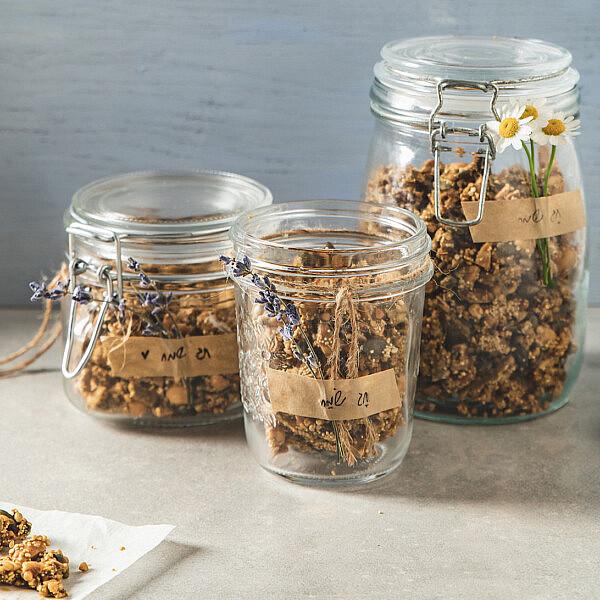 צ'אנקים של דגנים, אגוזים וזרעים קראנצ'יים של רינת צדוק. סטיילינג: עינב רייכנר | צילום: שני בריל