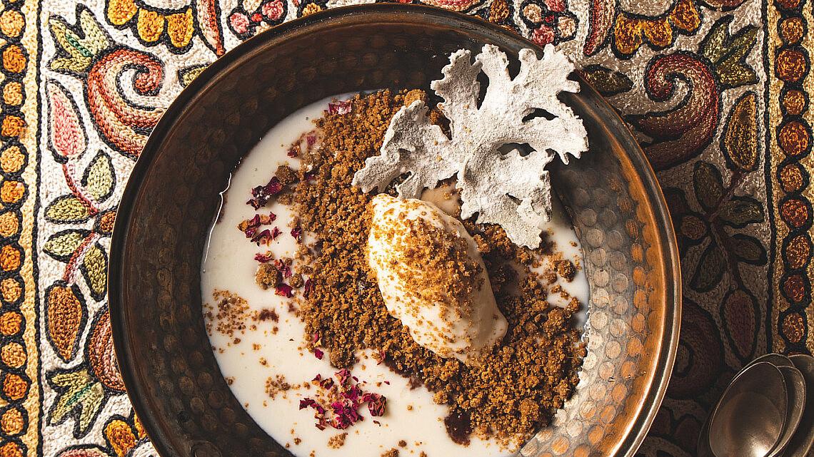 מרק מלבי ובשישה עם טוויל גרניום של שף הלל תווקולי | צילום: שני בריל, סטיילינג: עינב רייכנר