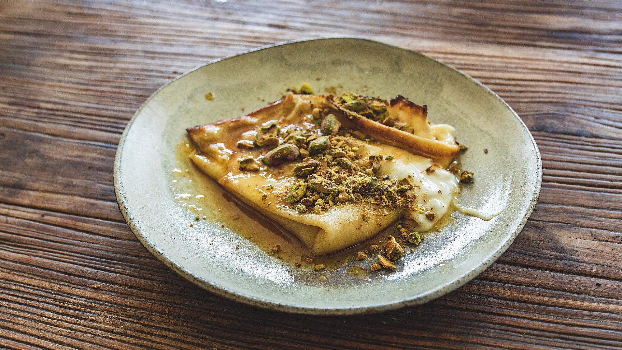 קרפ כנאפה של שף עינב אזגורי   צילום: שני בריל