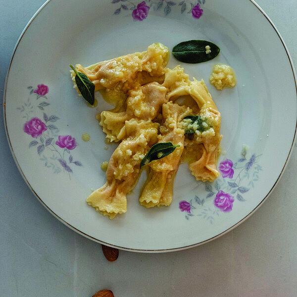 סוכריות פסטה במילוי דלעת ושקדים של שף מנה שטרום | צילום: מיכל רביבו