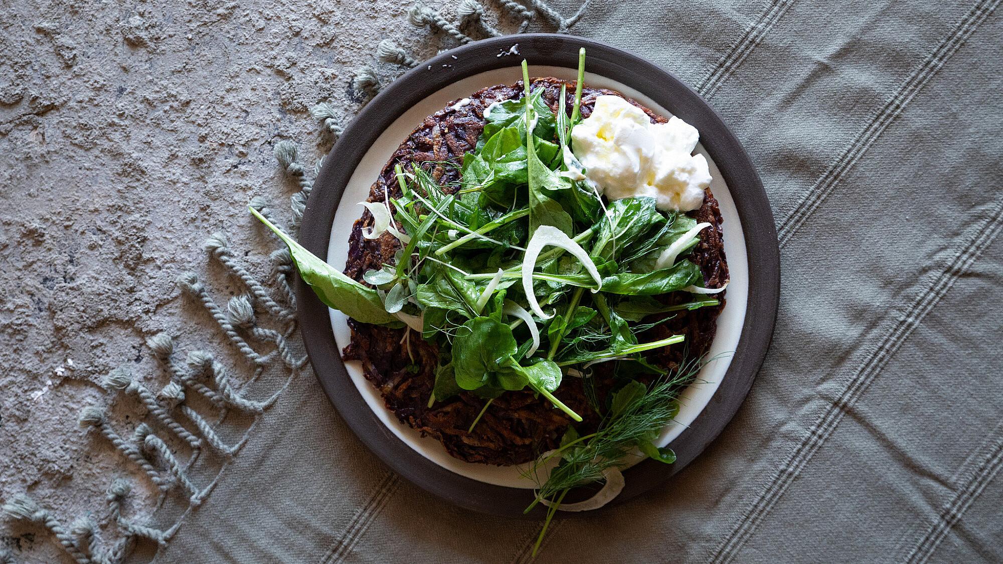 רושטי סגול וסלט ירוקים של מיכל חביביאן   צילום: שני בריל
