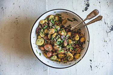 תפוחי אדמה קון סרדה של מיכל חביביאן | צילום: שני בריל