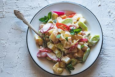 סלט תפוחי אדמה בוויניגרט יוגורט לימוני של מיכל חביביאן | צילום: שני בריל