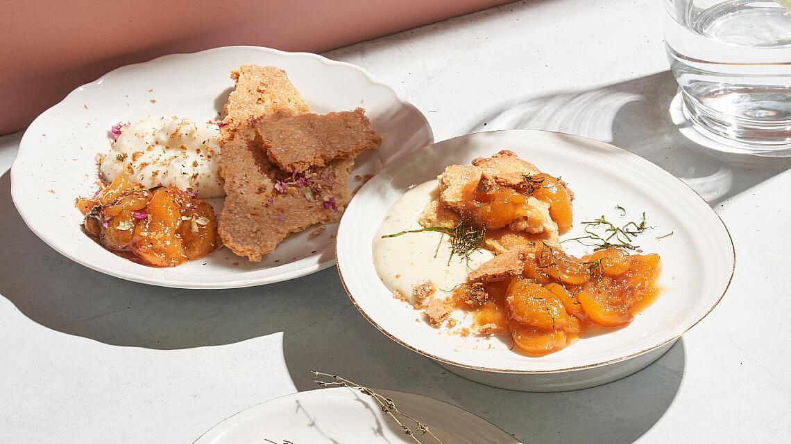 קובלר משמשים מפורק עם קרם פטיסייר של שף רן וייס | צילום: אנטולי מיכאלו