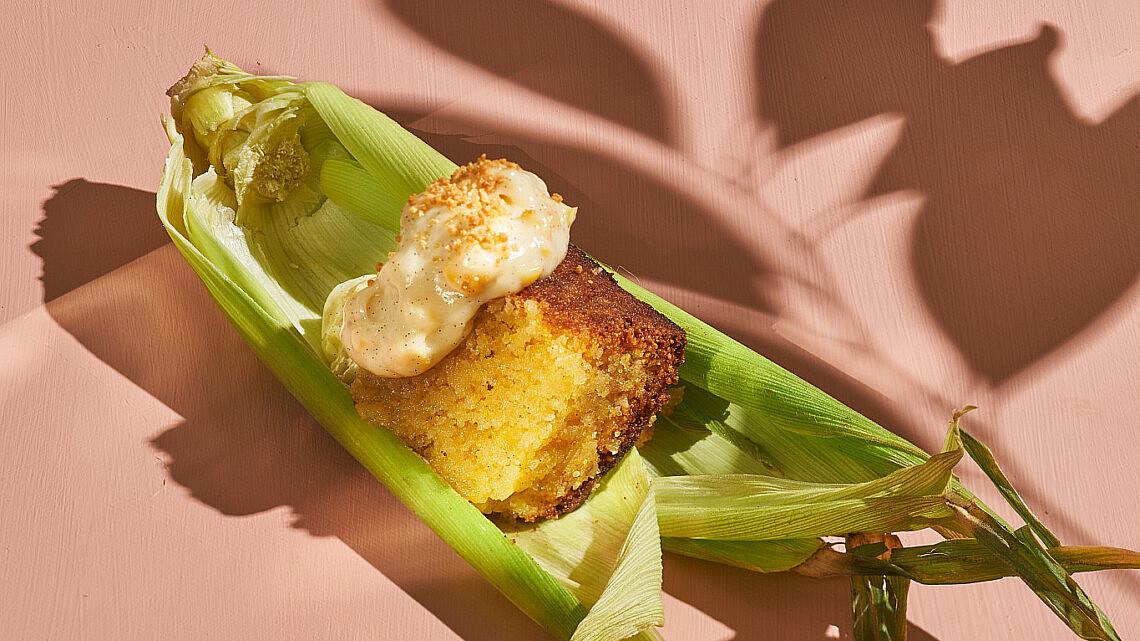 עוגת פולנטה עם פטיסייר תירס של שף אדר לוטן   צילום: אנטולי מיכאלו