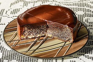 עוגת פרג של מיכל (מתכון של נחמה ריבלין). צילום: דן פרץ