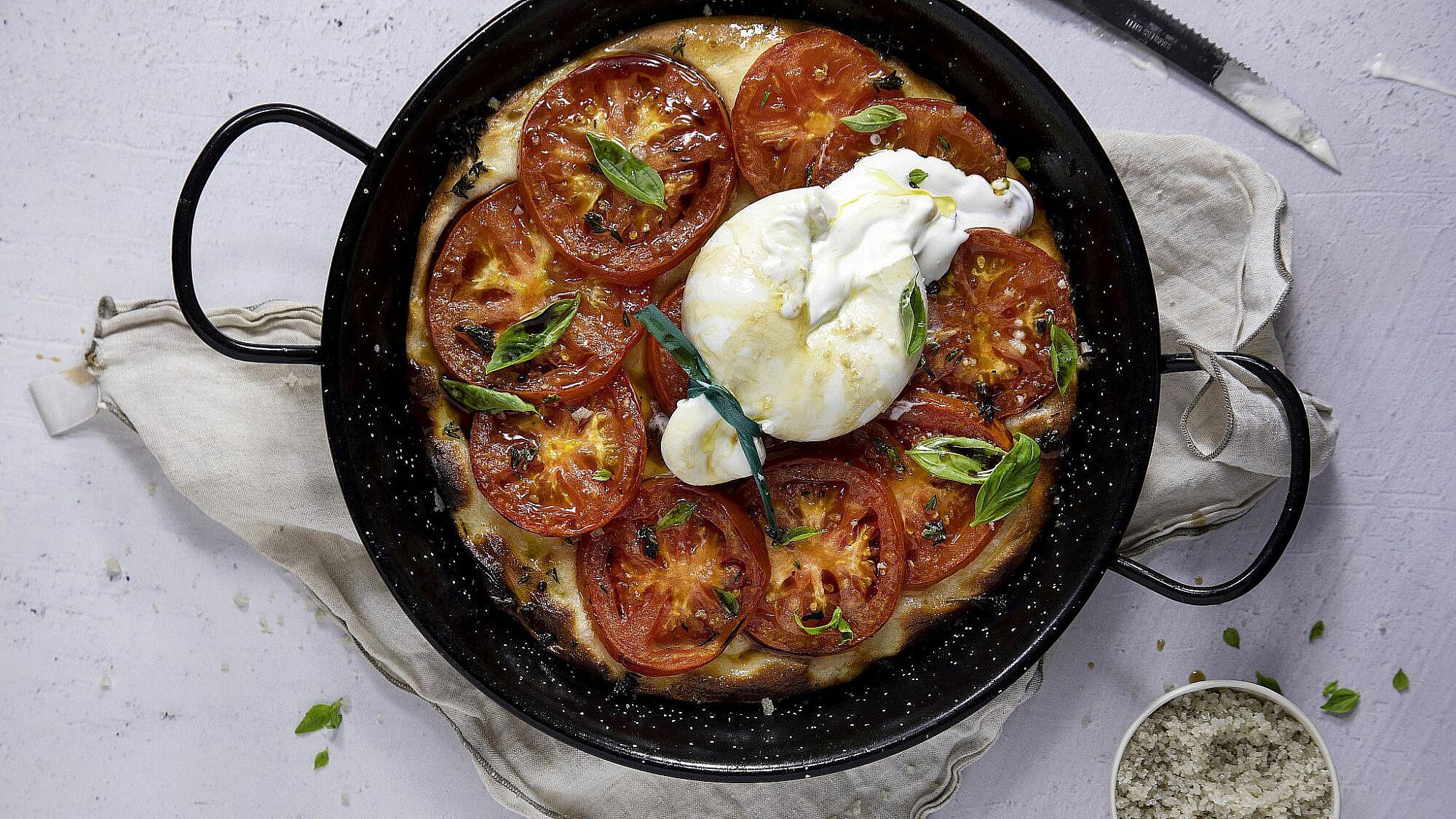 פוקצ'ה בוראטה עם עגבניות צלויות של דן לב | סטיילינג: שרית נובק, צילום: דן לב