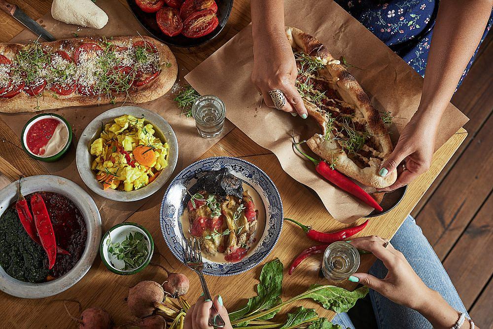 """בשר, ביצים ואחר כך שנ""""צ בראנצ' בשוקרייה. צילום: אפיק גבאי"""