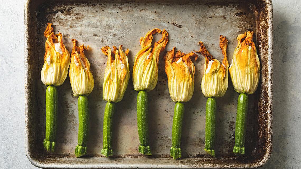 פרחי זוקיני במילוי טופו של רינת צדוק   צילום: שני בריל, סטיילינג: עינב רייכנר