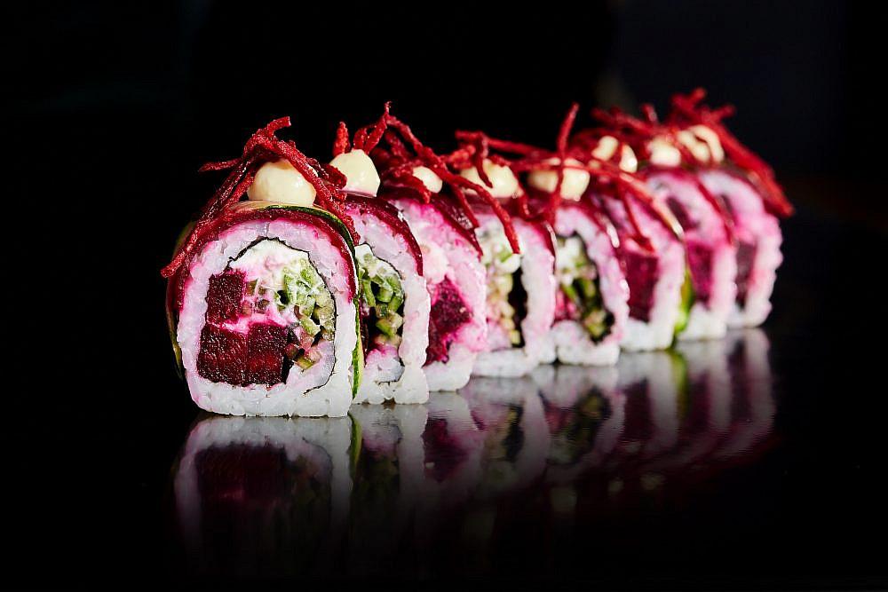 ללא מוצרים מן החי סושי באוניקו. צילום: מלי ארואסטי