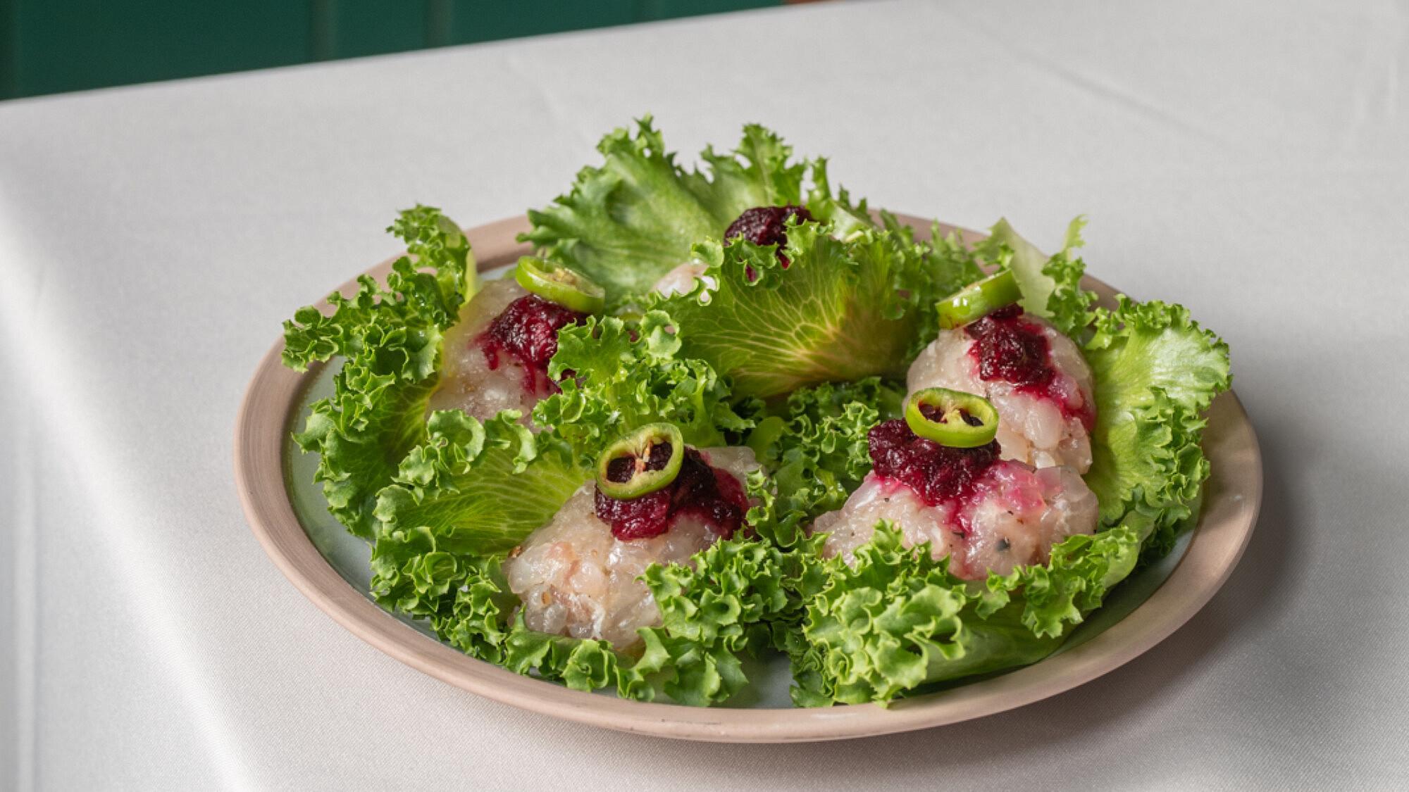 """""""גפילטע פיש"""" אינטיאס של שף אסף גבאי. צילום: נועם פריסמן"""