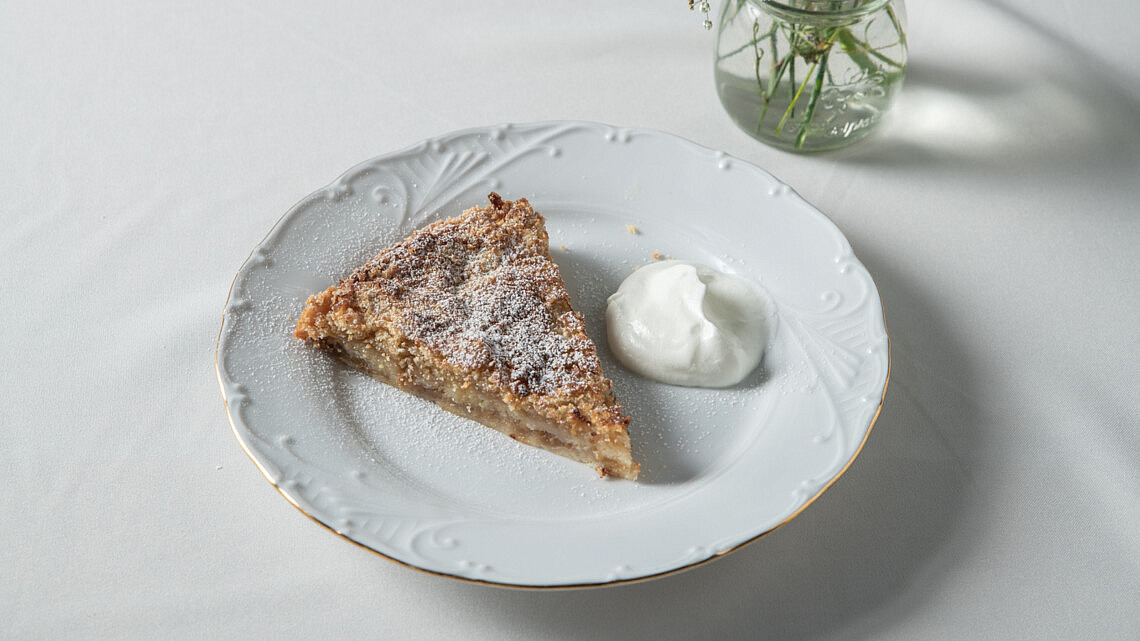עוגת תפוחים של נטלי גבאי. צילום: נעם פריסמן