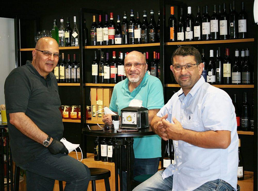 מימין לשמאל: אכרם דבאח, תמיר אניב וראובן בר   צילום: עינת שנבל