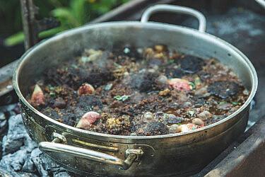 סיר קציצות בקר ותאנים ממולאות של אייל אסולין. צילום: שני בריל