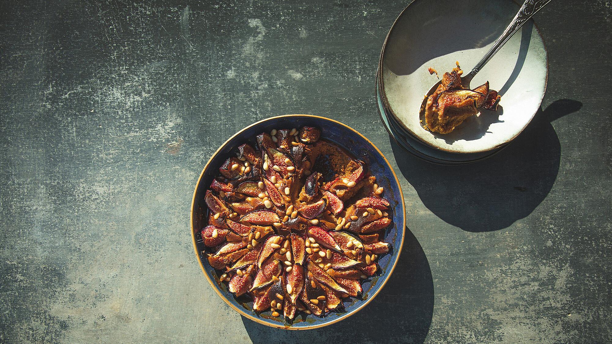 קלפוטי תאנים, טחינה וצנוברים של מיכל חביביאן (צילום:שני בריל)