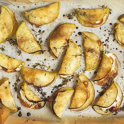 פרוסות תפוחים ממולאות בגבינת עזים של רינת צדוק. צילום: שני בריל, סטיילינג: אינה גוטמן