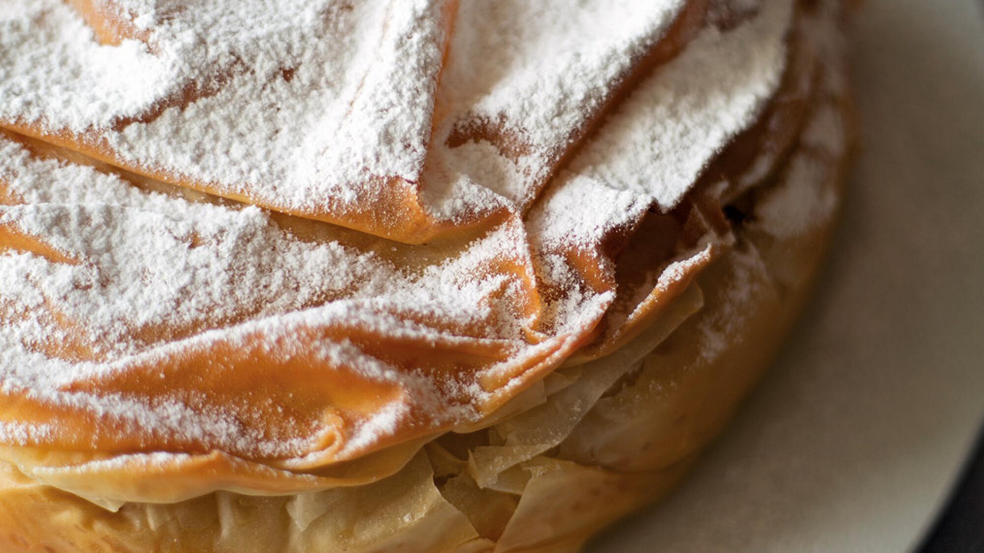 עוגת גבינה חמה בעלי פילו של קרן אגם. צילום קרן אגם
