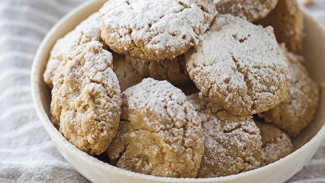 עוגיות טחינה מקמח כוסמין מלא עם שקדים של קרן אגם. צילום: קרן אגם